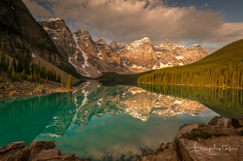 Sunrise at Moraine Lake, Banff National Park, Alberta, Canada | Travel photography by www.truphotos.com