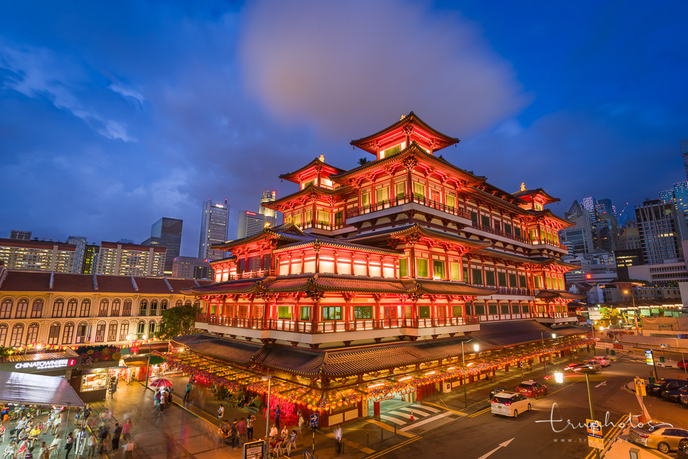 Blue hour at the Buddha Tooth Relic Temple in Chinatown, Singapore | Travel photography by www.truphotos.com