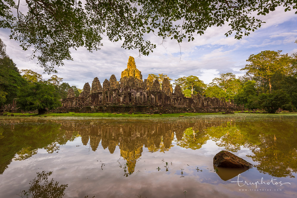 Sunset at Bayon Temple, Siem Reap, Cambodia | Travel photography by www.truphotos.com